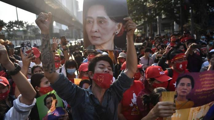 Tras golpe de Estado en Birmania, descargan app mexicana de mensajería