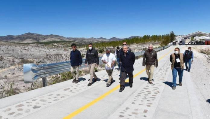 "camino oaxaca AMLO  - ""Me da gusto estar en las comunidades""; AMLO inaugura camino rural en Oaxaca"