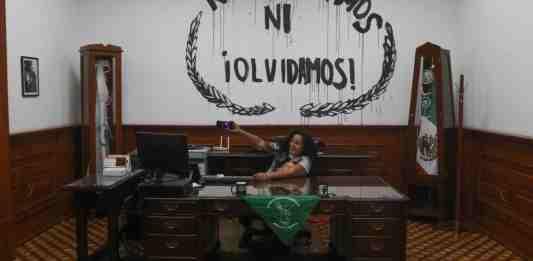 """Madres de """"Okupa CNDH"""" denuncian desvío de donaciones para fiestas con drogas y alcohol"""