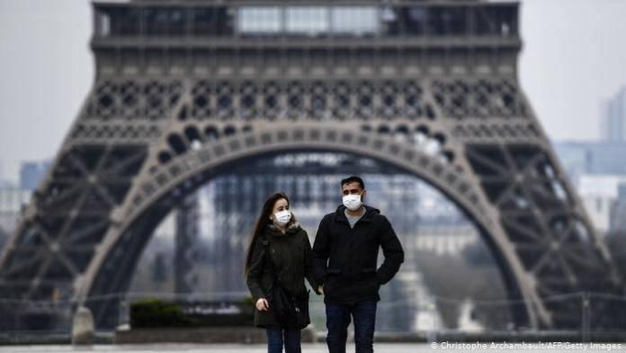 Francia ordena confinamiento por un mes para frenar a la Covid-19
