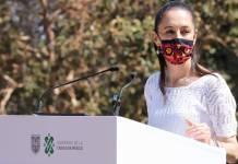 Se espera una gran marcha el 8 de marzo, Día de la Mujer, por lo que Sheinbaum dice que no se impedirá manifestarse a nadie; también dijo que ya vienen más vacunas Carlos Guzmán | Corresponsal CDMX. La Jefa de Gobierno de la Cuidad de México, Claudia Sheinbaum, informó que no se habrá de impedir a nadie ejercer su derecho este 8 de marzo, Día de la Mujer, ya que está programada una marcha. La mandataria capitalina exhortó a las organizaciones feministas a acatar las medidas sanitarias antes, durante y después de su movilización. También, le pidió a los y las marchistas que no causen destrozos durante sus protestas, ya que cada año las pérdidas económicas por esta actividad son cuantiosas. Asimismo, invitó a los manifestantes a evitar confrontaciones con otros grupos que pudieran acudir ese mismo día con ideas contrarias a exigir resultados. Ya vienen más vacunas para a Ciudad de México Por otra parte, la jefa de Gobierno, indicó que las próximas tres alcandías en las que aplicarán las vacunas contra el Covid-19 serán las más pobladas. Además, Sheinbaum indicó que el próximo viernes se informará cuáles alcaldías serán, pero antes se tiene que saber el número de dosis que le asignará el Gobierno de México a la capital del país. Enfatizó que con ello se buscará que estas alcaldías reduzcan con la inmunización de adultos mayores las hospitalizaciones, así como los fallecimientos por Covid-19.