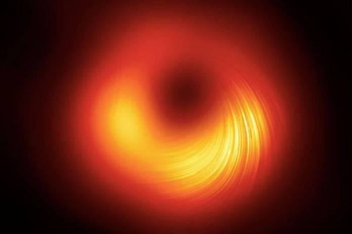 Captan campos magneticos que delimitan el agujero negro de M87