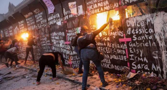 Hombres encapuchados encabezaron actos de violencia en marcha feminista: SSPC-CDMX