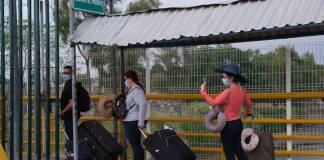 México frena tránsito fronterizo para evitar contagios COVID