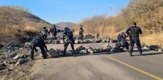Policía de Michoacán reabrió carretera Aguililla-Apatzingán