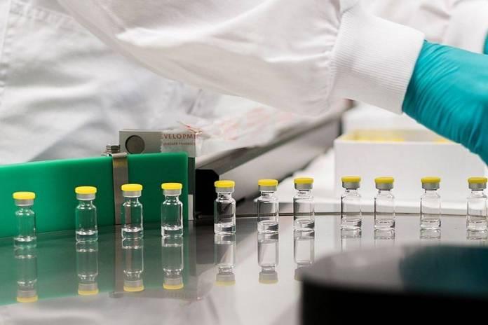 Recomiendan suspender vacuna Johnson & Johnson por casos de coágulos