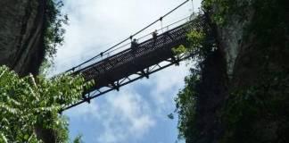Mujer de la tercera edad muere al caer de puente colgante en Xico, Veracruz
