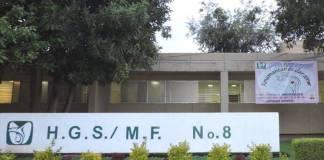 Director de hospital del IMSS vacuna a su hijo; lo separan de su cargo