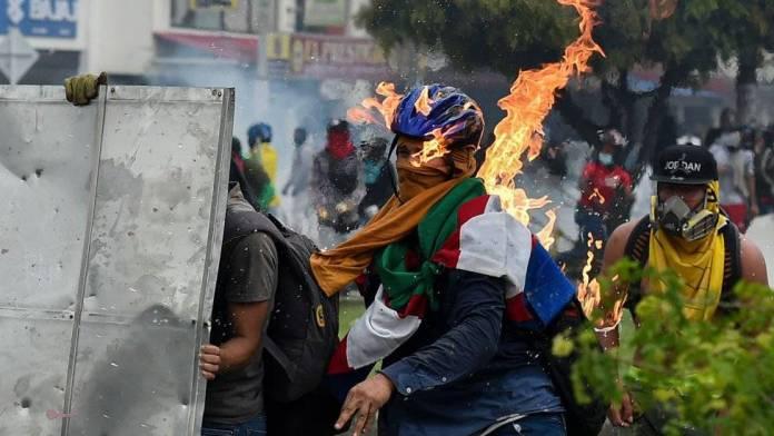 HRW crítica uso de lanzadores venom en manifestaciones de Colombia