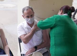 ¡Ya le tocó la vacuna! Gatell recibe primera dosis contra Covid-19