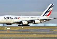 Aíslan avión de Air France en París por amenaza de bomba