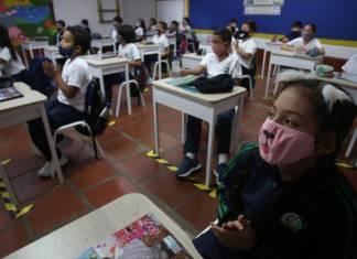 Escuelas de CDMX podrán elegir si suspenden o no clases con semáforo amarillo