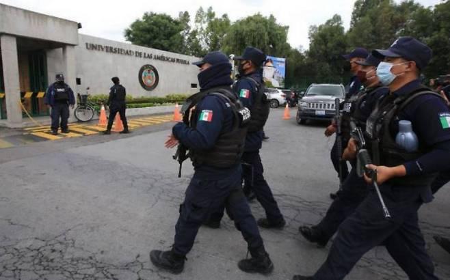 La policía toman la Universidad de las Américas en Cholula