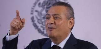 El exgobernador de Sonora, Manlio Fabio Beltrones obtuvo un amparo para evitar ser detenido por las autoridades de justicia.