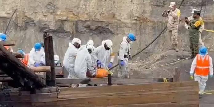Rescatan al quinto minero; AMLO envía mensaje a los familiares