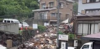 Video: Deslizamiento de tierra por fuertes lluvias deja dos muertos