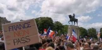 Trabajadores franceses pueden perder su empleo por no vacunarse