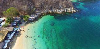 Rescatan a dos turistas de ahogarse en playas de Huatulco, Oaxaca