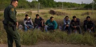 Refuerzan control en la frontera con Texas, detienen a 300 inmigrantes en unas horas