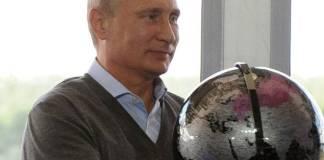 """Putin critica la """"construcción de democracias"""" por parte de EU, tras la crisis en Afganistán"""