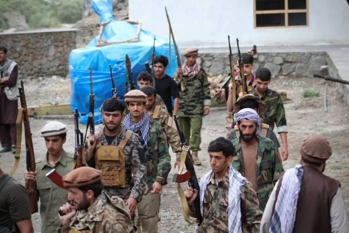 Talibanes confiscan millones de dólares a exfuncionarios afganos