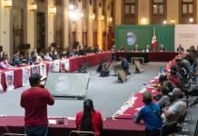 AMLO se comprometió con padres de normalistas de Ayotzinapa a acelerar las investigaciones
