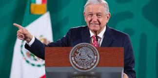 AMLO exhibe las mentiras de Quadri sobre Salvador Allende
