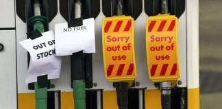 Crisis en Reino Unido por escasez de gasolina; faltan camioneros