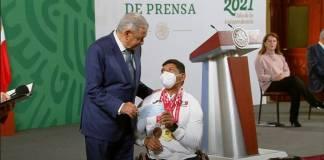 AMLO entrega apoyos a deportistas de Juegos Olímpicos
