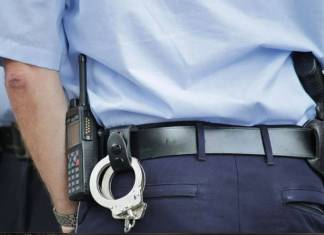 Policía de Oaxaca le dispara a otro agente por salir con su esposa