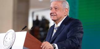 AMLO ofrece jubilaciones a miembros del SME despedidos por Calderón