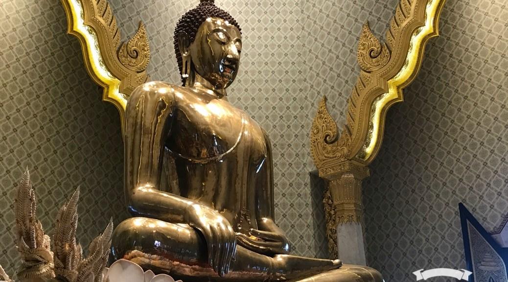 A to Z challenge Wat Traimit Bangkok