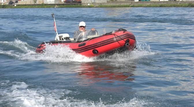 Im Schlauchboot allein auf der Rückfahrt nach Basel