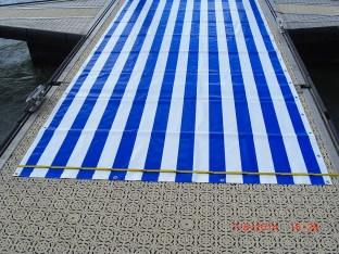 blau-weiss in Richtung der Länge gestreifte PVC-Leinengewebeplane 1,91 x 7,77