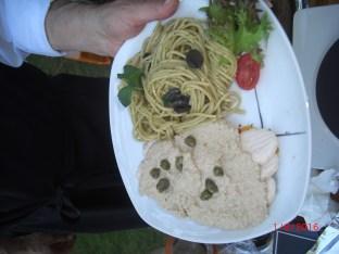 17:49 Hauptgericht: Putenbrust in Sellerie-Thunfisch-Sauce mit Kapern und Minze-Spaghetti mit schwarzen Oliven
