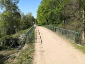 Restrhein Rkm 174.5 RU Leinpfad mit Brücke über Entwässerungsbach des Kanaldeich oberhalb Stauwehr Märkt.