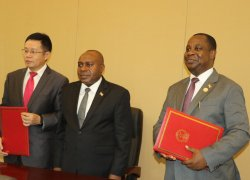 Burundi and China sign an act of delivery and reception of the new  Presidential Palace.