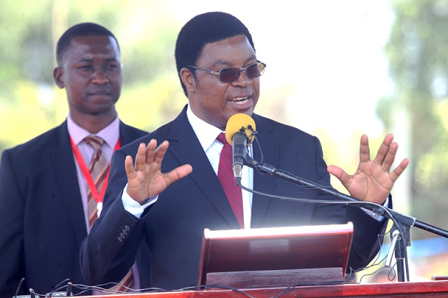 Tanzania PM shuts down a market of Burundian refugees over security reasons.