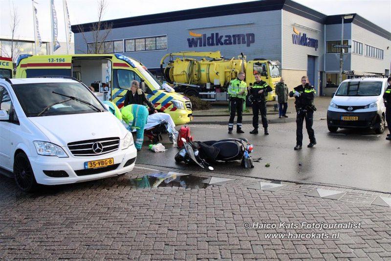 Bestuurster scooter gewond bij aanrijding met auto