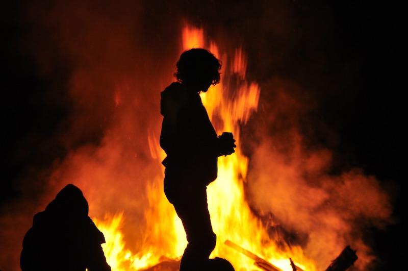 Brandlucht in onze regio door paasvuren in Duitsland