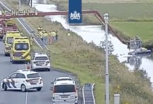 Photo of Auto te water langs de A7 bij Wijdewormer