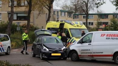 Photo of Bestelbus in botsing met auto op de Koogsingel