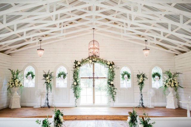 Alter Decorations Wedding Southern House And Garden A Tuscaloosa Al Wedding Venue