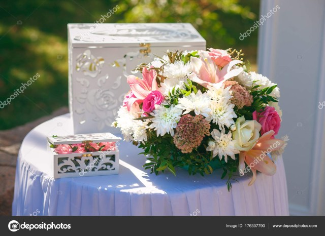 Beautiful Wedding Idea Beautiful Wedding Decor Of Flowers Stock Photo Halcon1 176307790