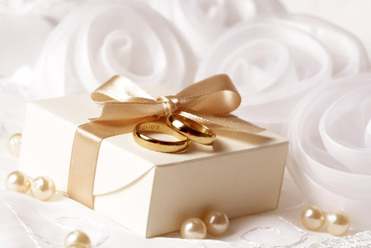 Souvenir Ideas Wedding 11 Unique Creative Wedding Gift Ideas On A Cheap Budget