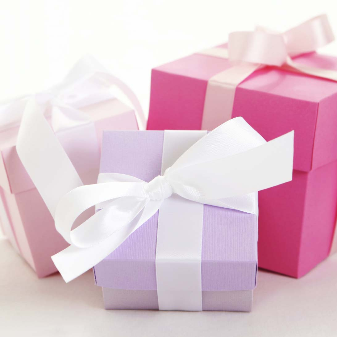 Souvenir Ideas Wedding Bridal Shower Gifts For The Modern Bride Easy Weddings