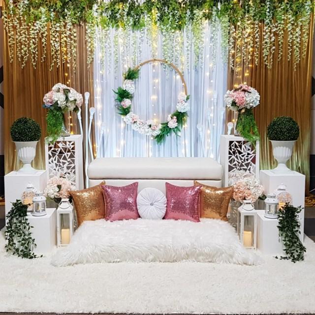 Wedding Decor Floral Mini Pelamin Mini Dais Wedding Decor Floral Garden White Gold