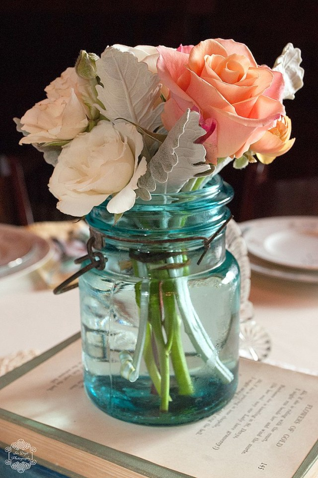 Wedding Tablescapes Ideas Vintage Wedding Tablescapes Using Blue Mason Jar Roses Deer