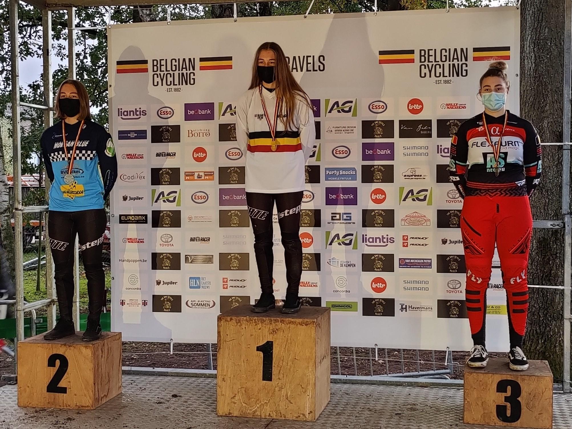 Tweelingzussen Aiko en Robyn Gommers succesvol op BK BMX