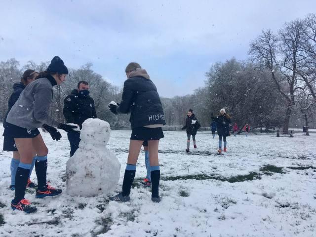Een sneeuwman maken hoort erbij Foto: Lore Dewulf